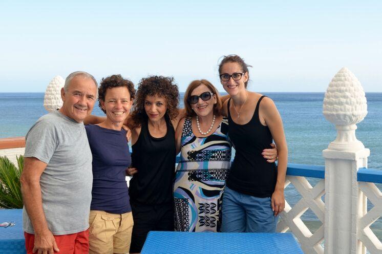 Ihre Gastgeber auf Marettimo mit Ihren Reiseleiterinnen Elena und Theodora