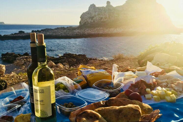 Picknick am Strand zum Sonnenuntergang - diese Reise hält ausreichend Genuss, Erholung und Entspannung für Sie bereit