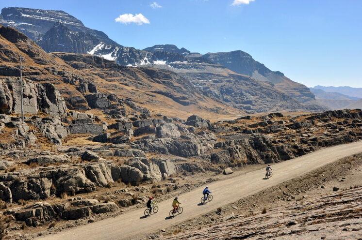 Auf einer längeren Etappe genießen Sie die Berglandschaften der Tunari-Kordillere (6. Tag)