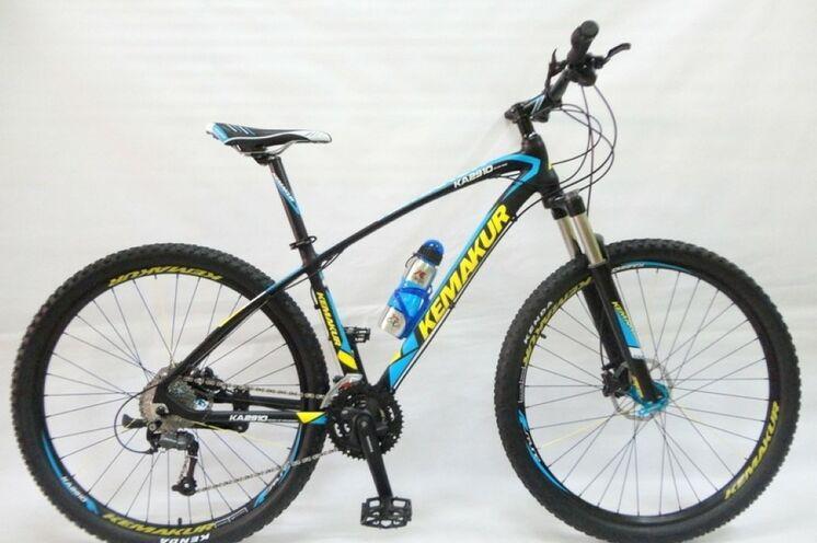 Wer nicht das eigene Rad mitnehmen möchte, erhält gegen Gebühr (zahlbar vor Ort) ein 29er Rad mit  Komponenten von Shimano Alto (27 Gänge), Vorderradfederung und Hydraulikbremsen.