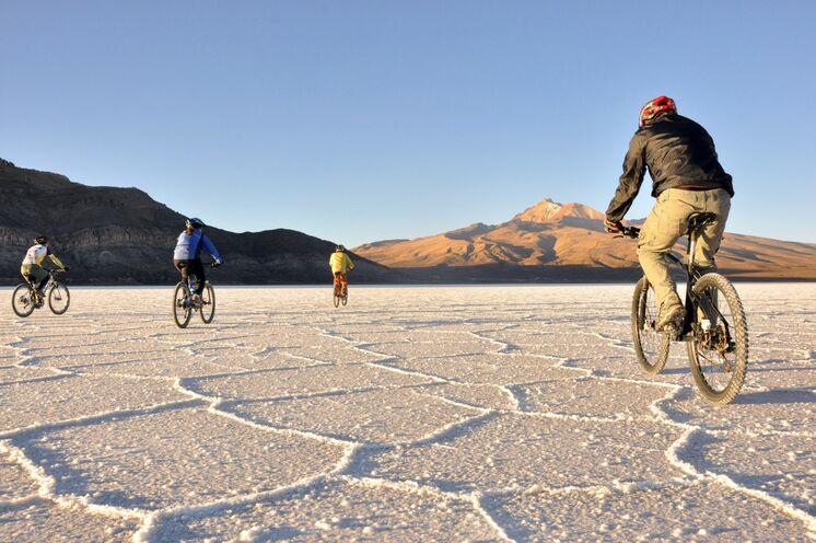 Sie haben die Wahl: eigenes Rad mitnehmen oder vor Ort auf ein hochwerti ges Mietrad setzen