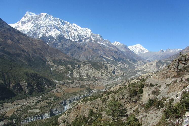 Die Annapurna III (7555m) auf dem Weg nach Manang