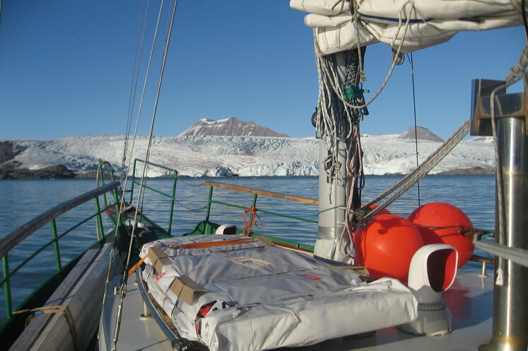 Mit dem Schiff durch das Nordmeer