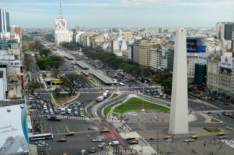 """Die """"Avenida 9 de Julio"""" (Tag der Unabhängigkeit Argentiniens)"""