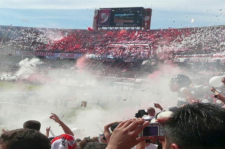 Erleben Sie die einzigartige Atmosphäre bei einem argentinischen Fußballspiel - auf Wunsch gerne über uns organisierbar