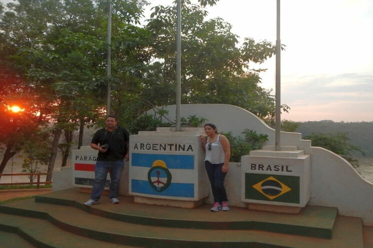 Dreiländereck Paraguay - Argentinien - Brasilien am Zusammenfluss von Río Iguazú in den Río Paraná