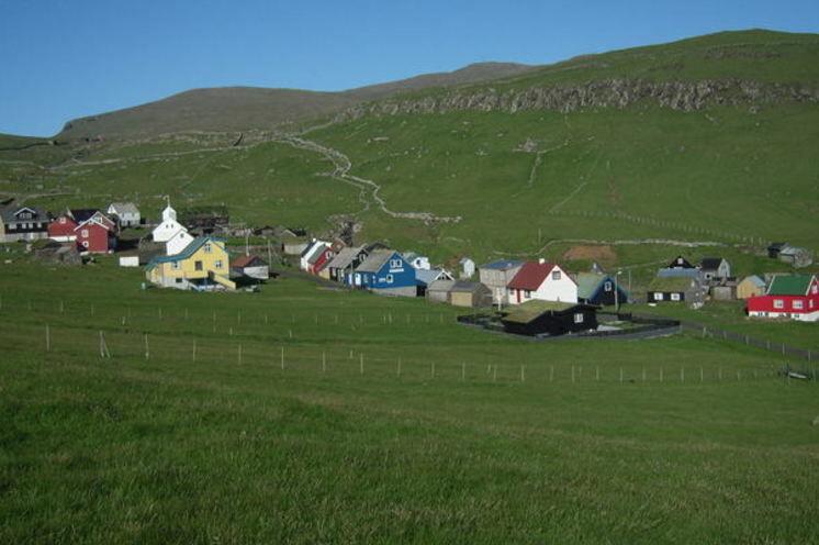 Kleine Dörfer mit farbenfreudigen Häusern