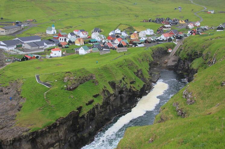 Die Klippen der Inseln sind atemberaubend und schwindelerregend zugleich