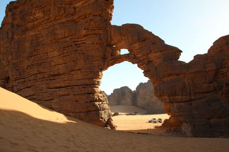 Tikabaouine, einer der spektakulären Felsbögen im Tassili n`Ajjer.