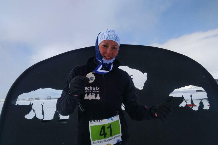 Ines (schulz sportreisen) im Ziel 2017.