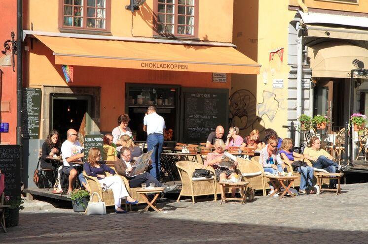 Gepflegte Gastlichkeit in den zahlreichen Cafés und Restaurants im Szene Viertel Gamla Stan