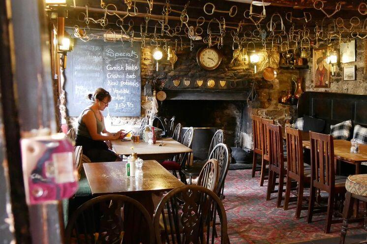 In einem der zahlreichen urigen Pubs lässt es sich herrlich von den Wanderungen entspannen