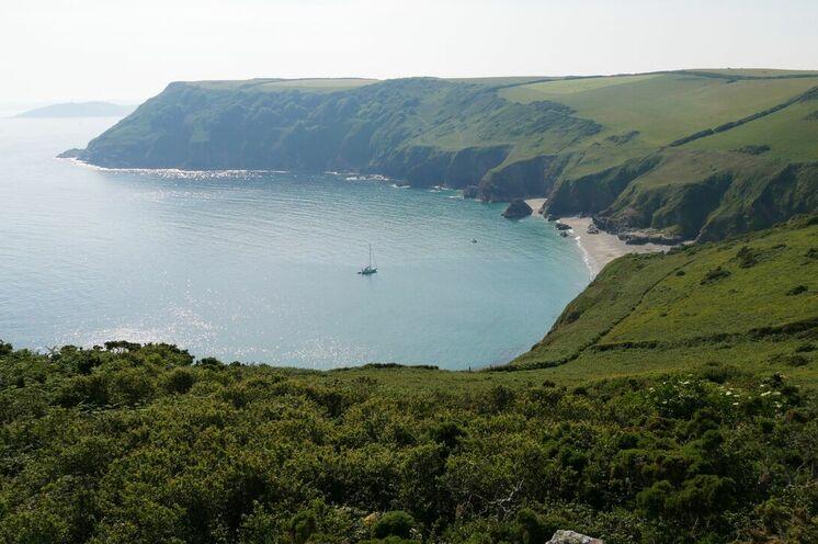 Verschiedene Wanderungen führen Sie entlang der Küstenlinie Cornwalls
