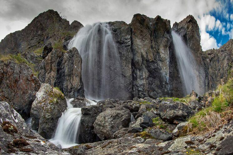 Eine der Wanderungen führt Sie zum Wasserfall im Kamtytugem-Tal.