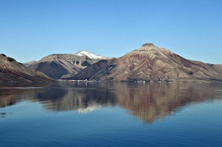 Die Geisterstadt Pyramiden am Ende des Billefjorden. Bis auf das Hotel ist alles verlassen und bietet ein skurriles Bild.