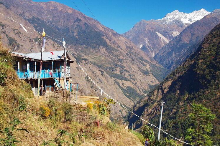 Gut akklimatisiert folgt der Aufstieg durchs Langtang-Tal, wo der offene Blick die Spannung steigen lässt