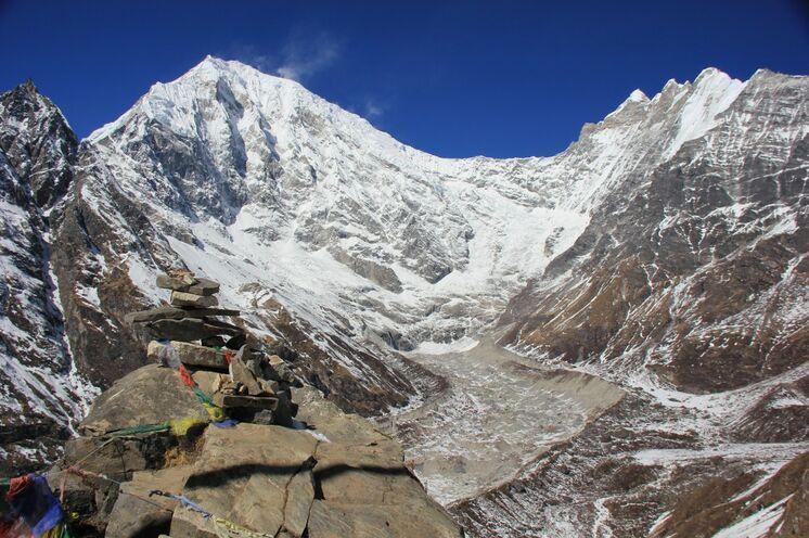In Kyanjing Gompa (3700 m) reichen die Kimshung-Gletscher bis ins Tal hinab