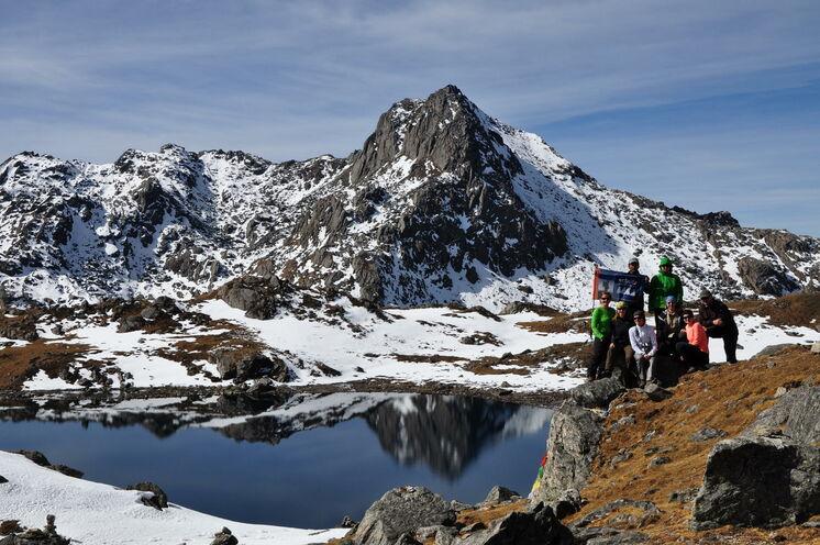 An den heiligen Seen können Sie einen Ruhetag einlegen oder auf den 5000er Surya Peak aufsteigen