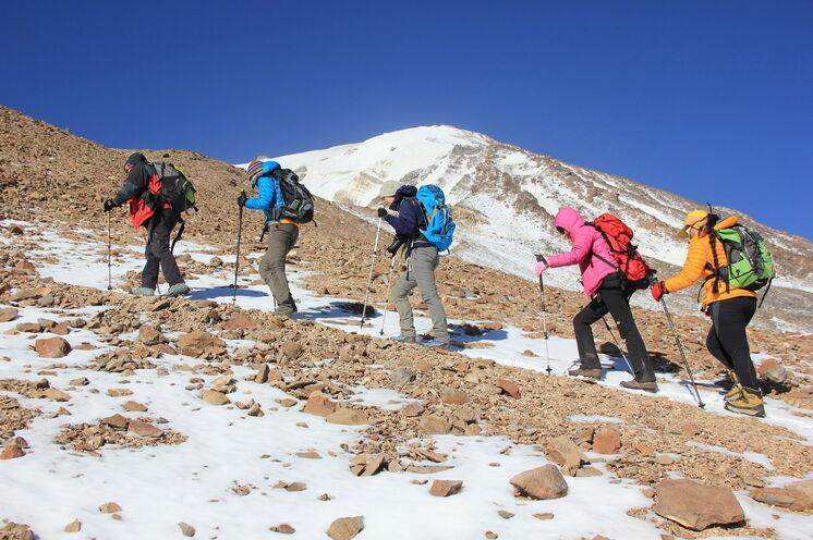 Beste Gipfelchancen dank zusätzlichem Akklimatisationstag am Damavand am 8. Reisetag.