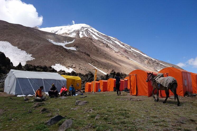 Unser gemütliches 2. Camp am Fuße des Damavand. Die Zelte werden saisonal aufgebaut und sind Ihre Unterkunft für 3 Nächte.