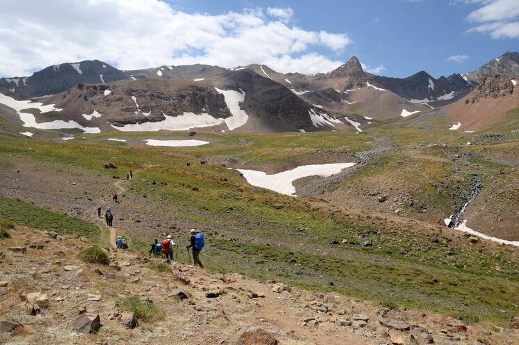 Heserchal. Hier besteigen Sie zu Beginn Ihrer Reise die Berge Alamkouh und Lashgarak.