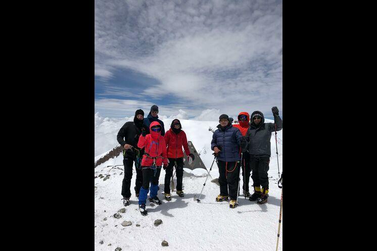 Gipfelbild bei traumhaftem Wetter von unserer Gruppe im Juni 2019