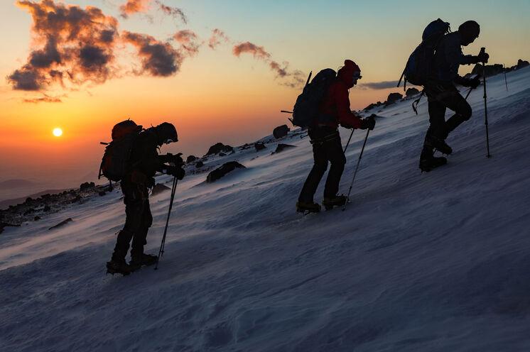 Ruhiges Tempo, maximal 10 Gipfelstürmer, zusätzlicher Bergführer für je 4 Personen