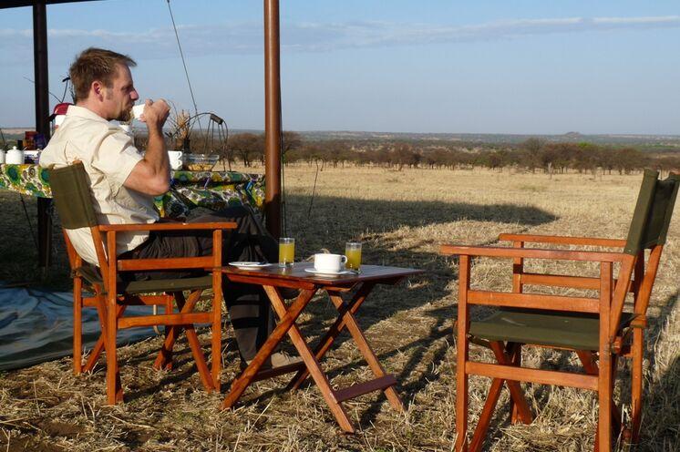Es bleibt immer Zeit, für eine genussvolle Tasse Kaffee in der Serengeti