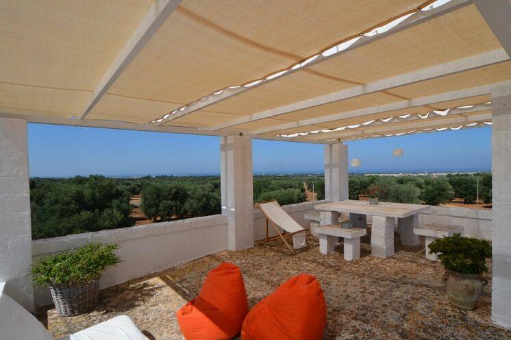 Auf der Dachterrasse der Masseria lässt es sich herrlich entspannen
