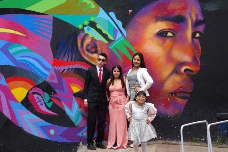 In Bogotá begrüßen Sie bunte Graffitis und freundliche Einheimische