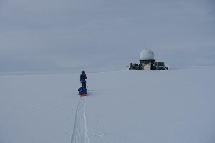Die Radarstation DYE II - wenn Sie diese erreichen, haben Sie bereits mehr als die Hälfte der Gesamtstrecke zurückgelegt