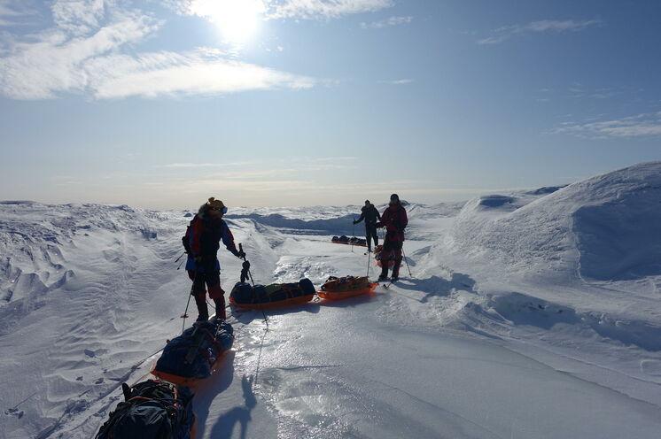 Nach einem 2-tägigen Aufstieg erreichen Sie die Eiskappe auf etwa 1000 m ü. HN