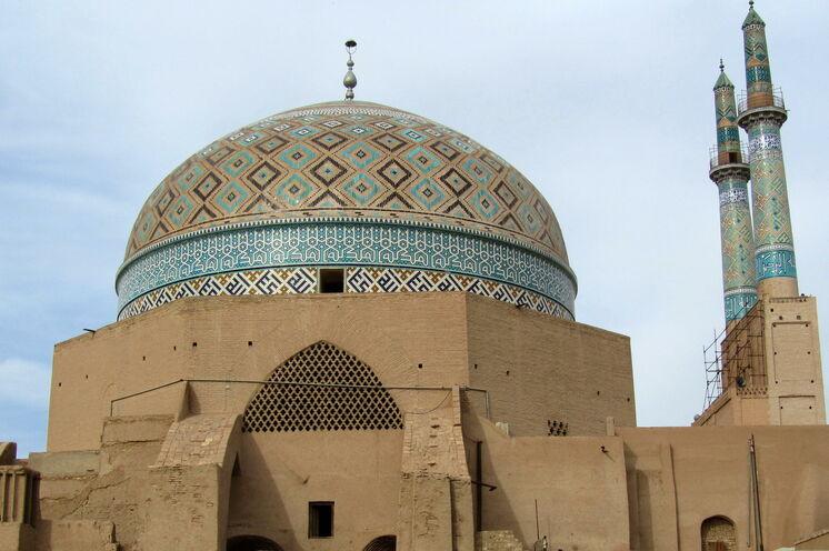 Zahlreiche bunte und architektonisch wunderschöne Moscheen und Paläste wollen entdeckt werden.