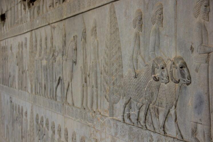 In Persepolis können Sie die zum Teil noch sehr gut erhaltenen Reliefs bestaunen.