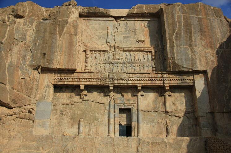 Oder aber die Felsengräber bei Persepolis.