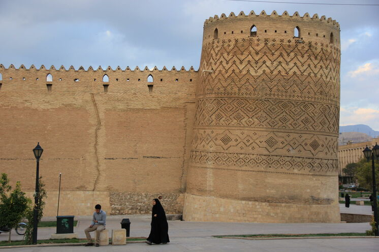 Am 14. Tag tauchen Sie in Shiraz ein, die auch Stadt der Nachtigallen und der Rosen sowie der Dichter, genannt wird.