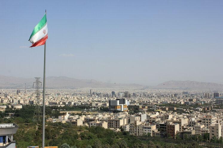 Kontrast pur: Teheran - pulsierende Metropole Irans und Ihr Ausgangspunkt der Reise.