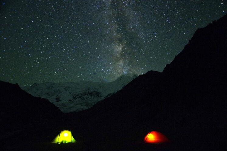 Camping am Rakaposhi Basecamp mit Blick auf die Milchstraße