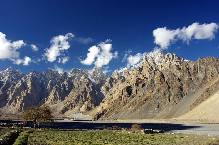 Willkommen in Nordpakistan – die Passu Cones, Endpunkt unserer Wanderung von der Hochalm Patundas