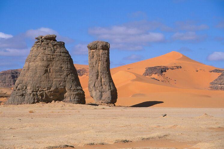 Ihnen werden Felsformationen begegnen, die nur ein wenig Fantasie benötigen:  Dieser könnte fast ein Kamel sein...