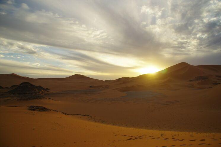 Genießen Sie jeden Abend atemberaubende Sonnenuntergänge vom Dünenkamm aus