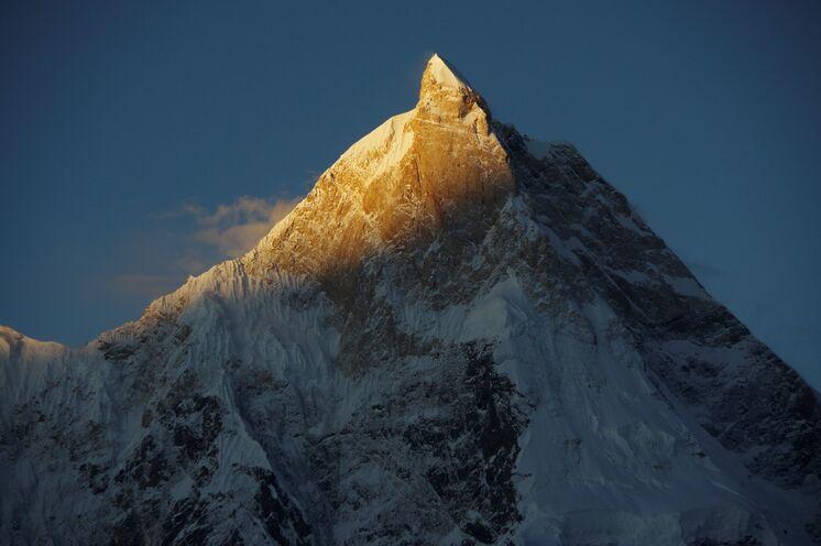 Bei gutem Wetter erhaschen Sie am Camp Goro 2 einen Sonnenaufgang am Masherbrum (7820 m)