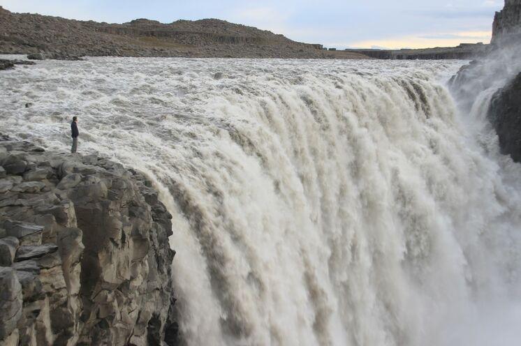 Europas mächtigster Wasserfall Dettifoss - ein Pflichtbesuch (auf der weniger stark besuchten Uferseite)