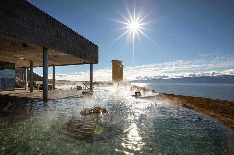 Ein genußvolles Highlight neben den Wanderungen wird der Besuch im geothermalen Bad mit Meeresblick