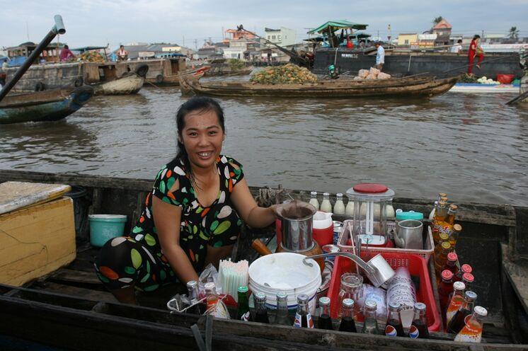 """Hier im Mekongdelta bei den Schwimmenden Märkten können Sie auch den """"besten Kaffee Vietnams"""" probieren"""