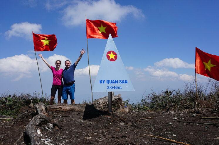 Geschafft! Auf dem Gipfel des Ky Quan San haben Sie Ihr Ziel erreicht