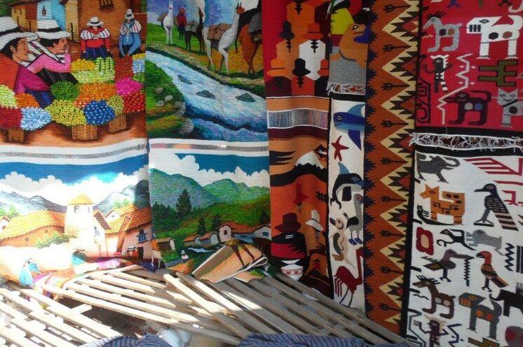 Natürlich darf der Besuch auf dem berühmten Kunsthandwerksmarkt in Otavalo nicht fehlen.