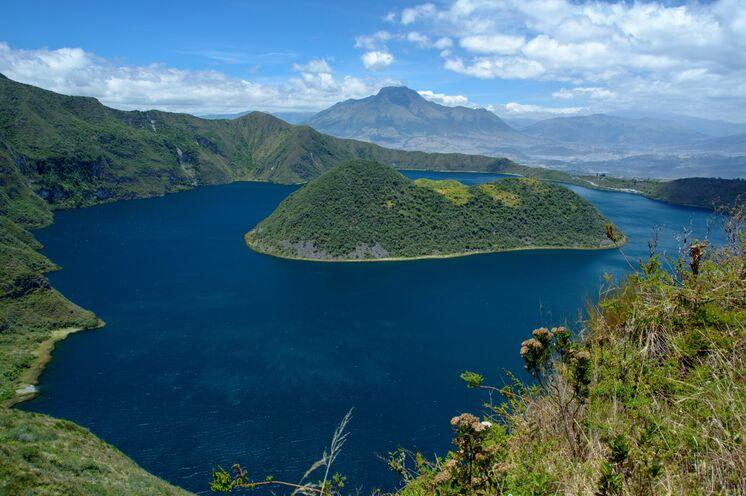 Leichte Wanderung führen in die Nationalparks, u.a. zur Kraterlagune Cuicocha.