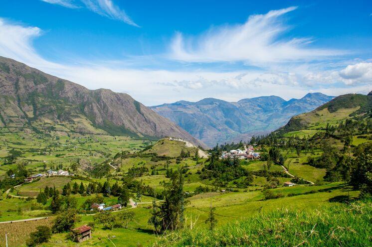 Eine Reise durch liebliche Landschaften und saftig grüne Felder.