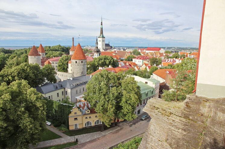 Die Reise beginnt und endet im mittelalterlichen und zugleich modernen Tallinn. Spüren Sie das Flair der Vergangenheit und den ansteckenden Elan der estnischen Bevölkerung!